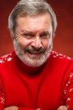 Il ritratto espressivo su fondo rosso di un uomo del pouter Immagini Stock Libere da Diritti