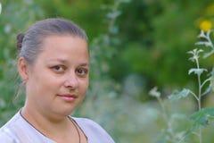 Il ritratto - i sorrisi maturi della donna Immagini Stock Libere da Diritti