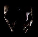 Il ritratto surrealista di un uomo con agonia di rabbia di concetto degli occhi verdi ha scoraggiato la forza fotografia stock libera da diritti