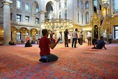 Il rituale della moschea del sultano di Eyup di culto ha concentrato nella preghiera, Istanbu Immagini Stock