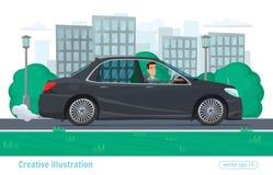 Il riuscito uomo dell'uomo d'affari guida attraverso la città sull'automobile prestigiosa Immagini Stock Libere da Diritti