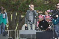 Il rock star Kenny Loggins esegue nel concerto all'aperto in Ventura, la California per Ventura Hillsides Conservancy ed il Ventu fotografie stock libere da diritti