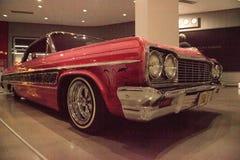Il rosa Chevrolet Impala 1964 ha chiamato Gypsy Rosa fotografia stock libera da diritti