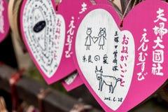 Il rosa desidera le compresse con i disegni fatti dai turisti in inglese e giapponese Immagine Stock Libera da Diritti