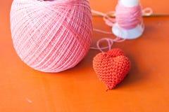 Il rosso tricotta il cuore Fotografia Stock