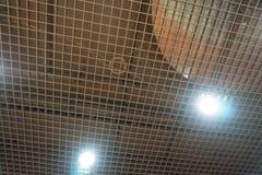 Il rumore del soffitto riveste la riduzione di pannelli di plastica perforata del polimero, immagini stock