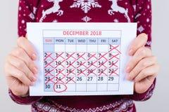 Il ` s cinq jours à la nouvelle année ! Photo haute étroite cultivée du calendrier i photo libre de droits