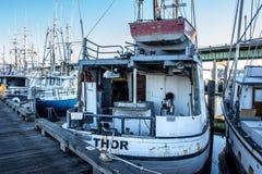 Il ` s del Longliner ha attraccato al terminale del ` s del pescatore a Seattle Washington immagini stock libere da diritti