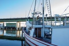 Il ` s del Longliner ha attraccato al terminale del ` s del pescatore a Seattle Washington immagine stock libera da diritti