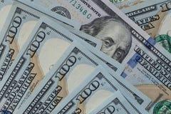 Il ` s di Benjamin Franklin osserva su cento dollari di primo piano della banconota Fotografie Stock Libere da Diritti