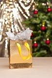 Il sacchetto di acquisto dorato Fotografie Stock Libere da Diritti