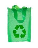 Il sacchetto di plastica verde con ricicla il simbolo Fotografia Stock
