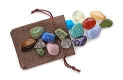 Il sacchetto prezioso di Crystal Healer delle pietre colourful immagini stock
