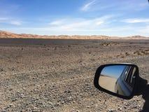 Il Sahara, Marocco: viaggio stradale I giri della jeep sul deserto sono attrazione turistica molto popolare fotografia stock