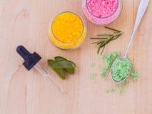 Il sale marino e l'erba dell'ingrediente della stazione termale Fotografia Stock