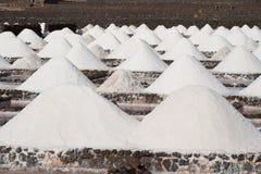 Il sale sarà prodotto nel vecchio salino storico Fotografie Stock