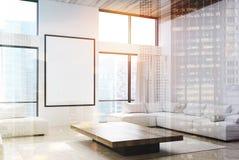 Il salone bianco, i sofà e un manifesto si raddoppiano Immagine Stock Libera da Diritti