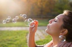 Il salto bolle nel vento. Fotografia Stock