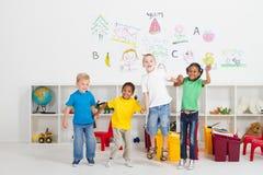 Il salto dei bambini Fotografia Stock