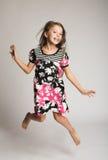 Il salto della bambina della gioia Fotografia Stock
