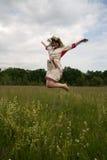 il salto della ragazza Immagine Stock