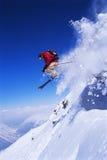 Il salto dello sciatore Immagine Stock