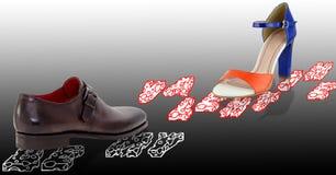 Il sandalo variopinto delle donne e le scarpe degli uomini marroni Fotografie Stock