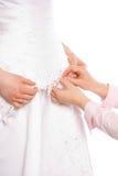 Il sarto cuce il vestito della sposa fotografia stock libera da diritti