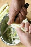 Il sedano è tagliato e ready per una minestra fotografie stock