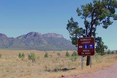 Il segnale stradale dell'allerta di Rawnsley in Flinders varia parco nazionale, Australia Meridionale Fotografia Stock