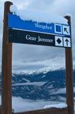 Il segno del pattino incornicia il Mountain View immagini stock
