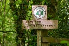 Il segno della riserva naturale di Wetmoor e la fauna selvatica di Gloucestershire si fidano della l Fotografia Stock