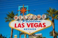 Il segno famoso di Las Vegas il giorno soleggiato luminoso fotografia stock