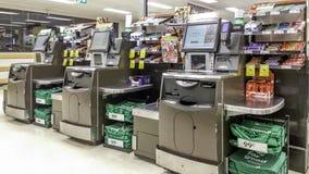 Il self service del supermercato checkout i chioschi fotografia stock libera da diritti