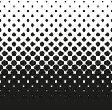 Il semitono senza cuciture orizzontale di grande nero ha arrotondato le diminuzioni dei quadrati su, su bianco Fondo di semitono  Immagini Stock