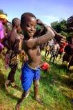 IL SENEGAL - 19 SETTEMBRE: Bambino nella lotta tradizionale (lotta immagini stock