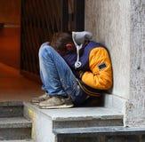 Il senzatetto addormentato immagini stock