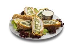 Il sesamo fritto nel grasso bollente chiken con spinaci schiacciati dentro immagine stock