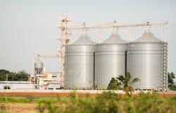 Il silo nella produzione alimentare animale Fotografia Stock