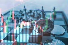 Il simbolo di Bitcoin sul gioco di scacchiera, fissa il concetto finanziario di dati dell'analisi del grafico di statistica immagine stock