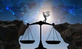Il simbolo di dollaro della tenuta dell'uomo d'affari nel concetto della giustizia Immagine Stock