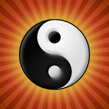 Il simbolo di yin yang su rosso rays il fondo Immagini Stock