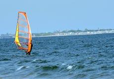 Il singolo surfista è oceano dissecato fotografia stock