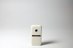 Il singolo un domino del punto fotografie stock