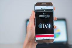 Il sito Web di Apple TV si ? aperto sul cellulare fotografie stock