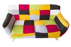 Il sofà Colourful isolato su fondo bianco comprende il clippingpath fotografia stock libera da diritti