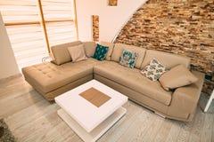 Il sofà nell'appartamento Immagine Stock Libera da Diritti