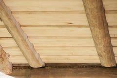 Il soffitto delle plance di legno da desidera ardentemente la casa di ceppo Immagine Stock Libera da Diritti