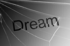 Il sogno del testo sul vetro rotto Il concetto della perdita di sogni, speranza, fede fotografie stock