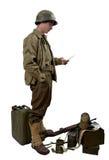 Il soldato americano ha letto una lettera fotografie stock